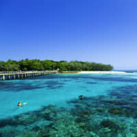 A high school student from Niigata Prefecture died while snorkeling during a visit to Australia's Green Island during a school trip. | GETTY IMAGES