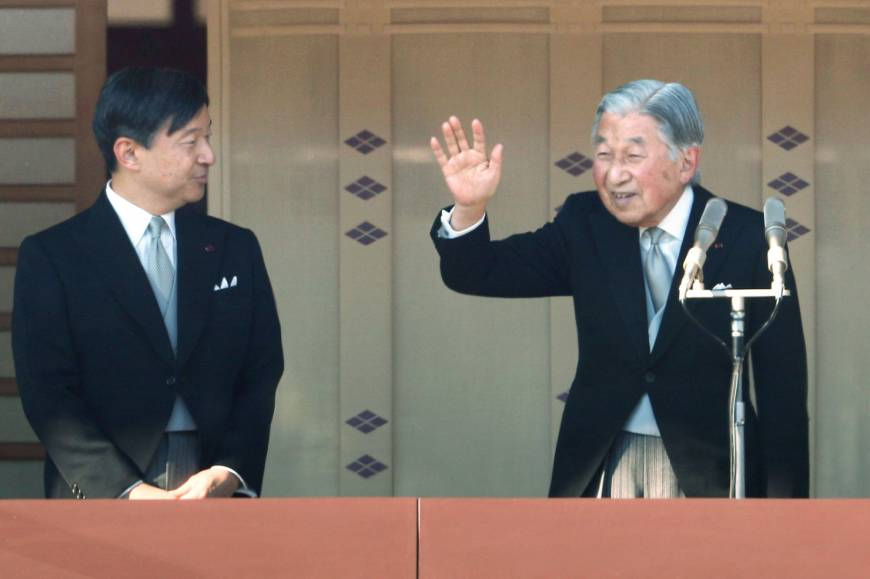 Emperor Akihito waves to visitors at the Imperial Palace on the monarch's 84th birthday on Dec. 23, 2017. Beside him is Crown Prince Naruhito. | KYODO