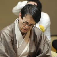 Yoshiharu Habu winces during a shogi game in Shimonoseki, Yamaguchi Prefecture, on Friday. | KYODO