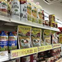 Brazilian delicacies pack the shelves at a shop in Hamamatsu, Shizuoka Prefecture, on Dec. 14. The city is home to some 9,200 Brazilians, many of whom settled in Japan after an overhaul of the immigration control law in 1990. | SAKURA MURAKAMI