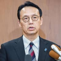 Kenji Kanasugi, director general of the Foreign Ministry's Asian and Oceanian Affairs Bureau, speaks to reporters Monday during his visit to Seoul to hold talks with his South Korean counterpart Kim Yong-kil. | KYODO