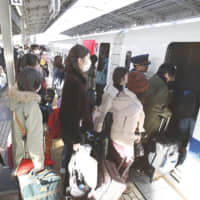 Holidaymakers crowd a platform at Shin-Osaka Station on Saturday, as they head back to their hometowns for the New Year's holidays. | KYODO
