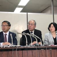 Atsushi Suzuki (far left), one of three attorneys seeking reimbursements from Tokyo Medical University on behalf of applicants who allege discrimination by the institution, speaks at a news conference Monday at Tokyo District Court. | SATOSHI SUGIYAMA
