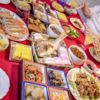 Bringing tradition to life: A New Year's feast at the Itoh household. | MAKIKO ITOH