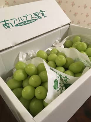 Fancy fruit: A box of grapes from Minami Alps City in Yamanashi Prefecture was of the quality you usually see in upscale supermarkets.