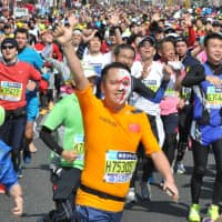 On the run: Runners take part in the Tokyo Marathon in 2016. Worried about summer temperatures, 2020 Olympics organizers are planning to bring the start time of the marathons up from 7 a.m. to 6 a.m. | YOSHIAKI MIURA