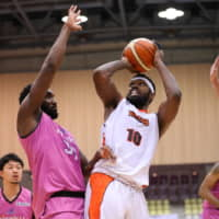Orange Vikings power forward Andrew Fitzgerald,the B. League second-divison scoring leader, shoots the ball in Sunday's game against the Firebonds in Koriyama, Fukushima Prefecture. | B. LEAGUE