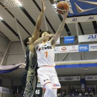 Albirex guard Kei Igarashi attempts a shot in the third quarter. | B. LEAGUE