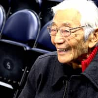 Seventy-one years after he played for the New York Knicks, basketball pioneer Wat Misaka watches the Golden State Warriors' practice on Dec. 20 in Salt Lake City. | GOLDEN STATE WARRIORS