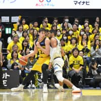 Tochigi forward Ryan Rossiter has helped establish the club as one of the elite offensive and defensive teams this season. | B. LEAGUE