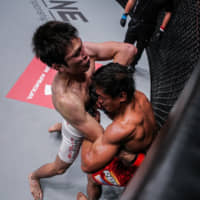 Shinya Aoki (left) fights  Eduard Folayang on Nov. 11, 2016, during a ONE Championship event. | ONE CHAMPIONSHIP