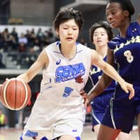 Seiwa Gakuen guard Norika Konno drives against Gifu Girls during their game at the All Japan High School Championship on Tuesday. Konno will play college basketball in the U.S for the Louisville Cardinals in 2019. | KAZ NAGATSUKA