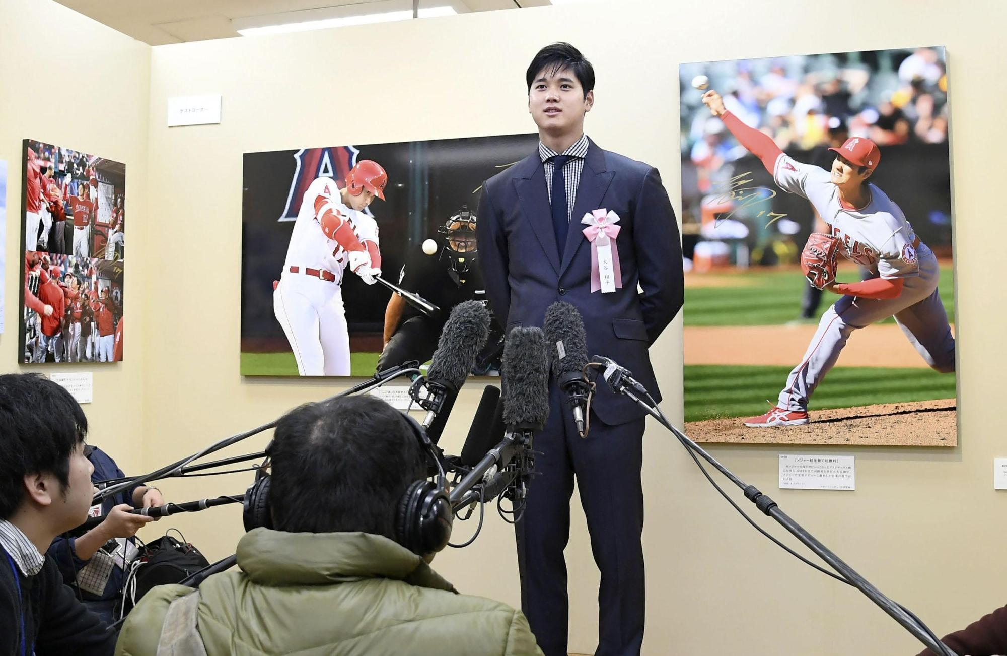 Shohei Ohtani speaks to reporters at a press photography exhibition in Tokyo on Tuesday. The Angels two-way player expressed hope that he would be able to face fellow high school alumnus Yusei Kikuchi next year in the major leagues.   KYODO