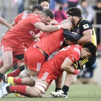 Steelers players tackle Suntory's Chris Alcock during the 2018 Top League final on Dec. 15 at Prince Chichibu Memorial Rugby Ground.   KYODO