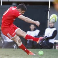 The Steelers' Dan Carter boots the ball in Saturday's match. Carter finished with five conversions and a penalty goal. | KYODO