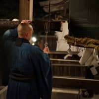 A monk of Kenchoji temple in Kamakura prepares for the joyo-no-kane rite at midnight. At many temples, a large bell is run 108 times.    RYUSEI TAKAHASHI