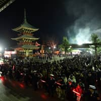 Crowds line up for hatsumode (first temple first of the year) at Naritasan Shinshoji, a temple founded in 940.   YOSHIAKI MIURA