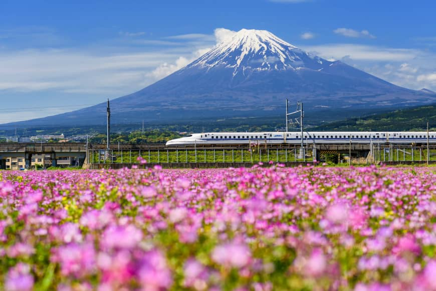 Japan seeks to export its shinkansen technology, which is known for its safety and stability.