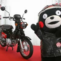 A Honda motorcycle themed on Kumamoto Prefecture's black bear mascot Kumamon is unveiled at the prefectural government's offices in Kumamoto on Jan. 8. | KYODO