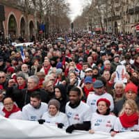 'Red scarves' march in Paris in riposte to 'yellow vests' in wake of violence