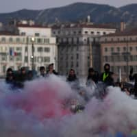 Tear gas surrounds 'yellow vest' protesters in Marseille, France, on Saturday. | AFP-JIJI