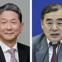 Takeo Mori, senior deputy foreign minister (left), and Chinese Vice Foreign Minister Kong Xuanyou are expected to meet in Beijing on Feb. 1. | KYODO