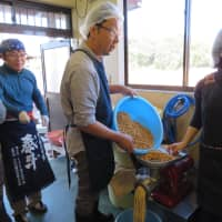 The Maedas (right) and members of a miso-making group | KYODO