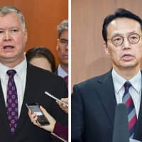 Stephen Biegun (left) and Kenji Kanasugi (right) are to meet in Sweden this week to discuss North Korea. | KYODO