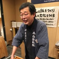 Kiyoshi Takagi demonstrates paper-making at Ozu Washi in Nihonbashi. | KATHRYN WORTLEY