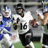 Fujitsu's Trashaun Nixson carries the ball in the third quarter of the Rice Bowl on Thursday at Tokyo Dome. Nixson, who was named MVP, rushed for 206 yards and two touchdowns in the Frontiers' 52-17 victory over Kwansei Gakuin University. | KYODO