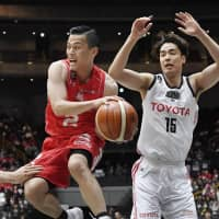 Chiba's Yuki Togashi looks to make a pass against Tokyo on Saturday. He finished with 20 points and eight assists. | KYODO