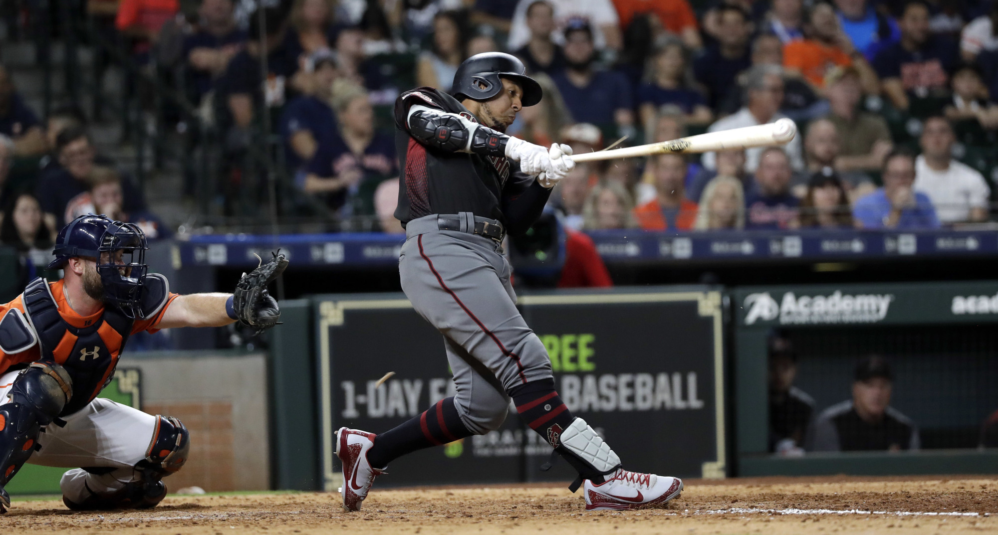 The Chicago White Sox have agreed to a one-year contract with free agent oufielder John Jay, the team announced on Thursday. | AP