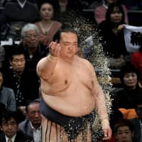 Kisenosato has completed only two full tournaments since becoming yokozuna in January 2017. | KYODO