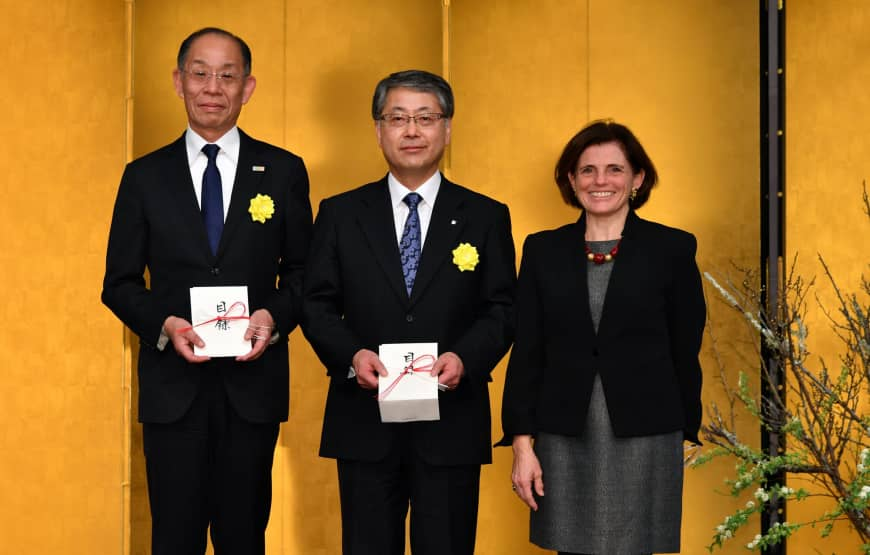 Masahiko Tanabe, vice-governor of Hiroshima Prefecture (left), and Keiji Abe, vice-governor of Hokkaido (center), receive a donation from Matelda Starace, chairperson of the Ikebana International Fair 2018 for victims of the torrential rains and floods in western Japan and the Hokkaido earthquake disaster at the Ikebana International 2019 New Year Luncheon at the Palace Hotel Tokyo on Jan. 16.