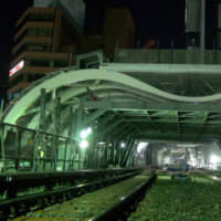 [VIDEO] Building new Shibuya station over the street