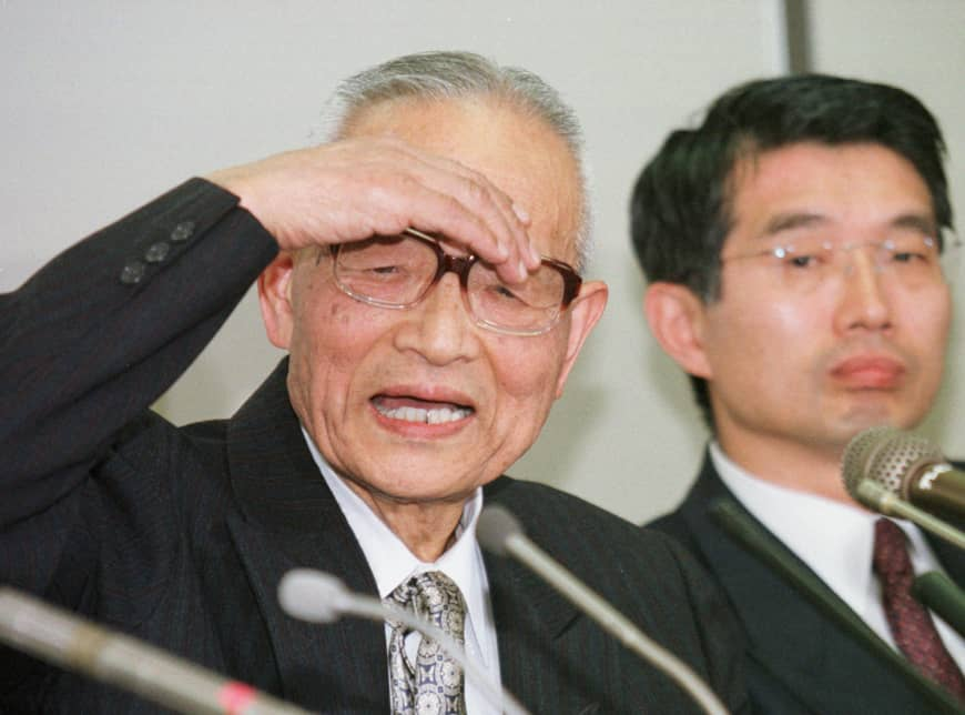 Takeshi Abe, a professor and former vice president of Teikyo University, speaks next to his attorney, Junichiro Hironaka, during a 1997 news conference after testifying in the first of several trails in a widespread AIDS scandal at the Tokyo District Court. Carlos Ghosn has hired Hironaka as part of his legal team. | AP