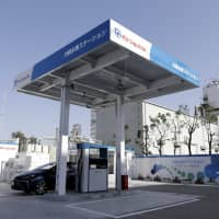 A Toyota Motor Corp.'s Mirai fuel-cell vehicle (FCV) sits parked in a hydrogen pump station in Kawasaki, Kanagawa Prefecture, on March 30 last year. Japan aims to build hydrogen fueling stations at about 160 locations by fiscal 2020. | BLOOMBERG