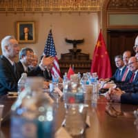 U.S. delegates, including Trade Representative Robert Lighthizer (second, right) and Secretary of Commerce Wilbur Ross (right), talk with the Chinese delegation, including Vice Premier Liu He (second, left) during U.S.-China trade talks in Washington Jan. 30.   AFP-JIJI