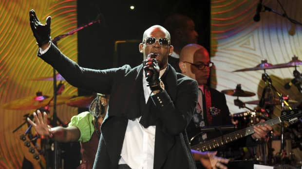 R&B star R. Kelly charged with sexually abusing four victims over 10-plus years