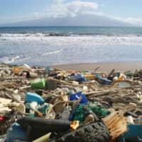 Marine debris is washed up on the shore of the Hawaiian Island of Kaho'olawe. | NATIONAL OCEANIC AND ATMOSPHERIC ADMINISTRATION / VIA KYODO