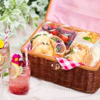 A delightful picnic to welcome spring