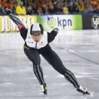Nao Kodaira competes in the women's 1,000 meters during the World Sprint Speed Skating Championships on Sunday.   KYODO
