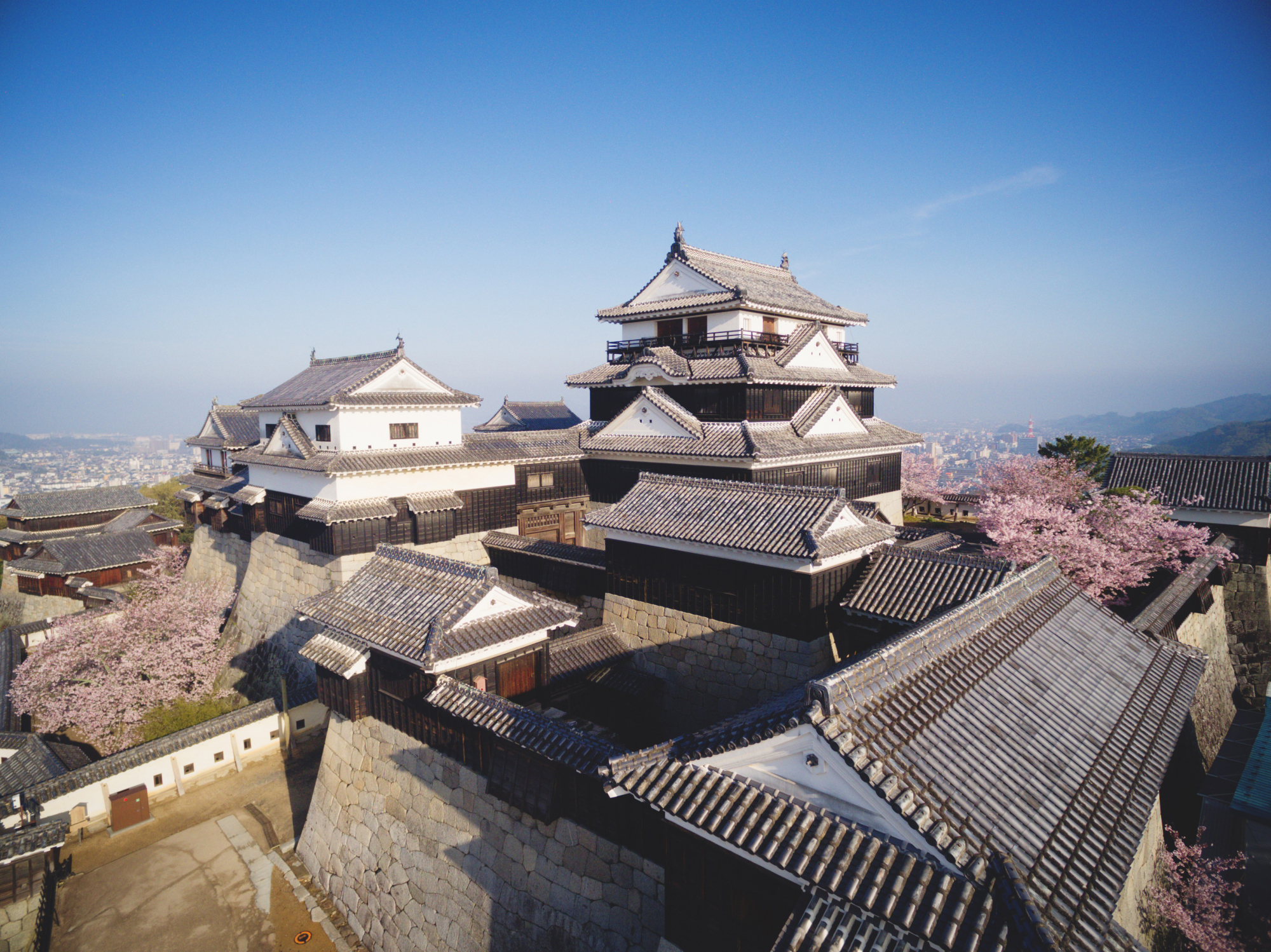 Matsuyama Castle is located in the heart of the city on top of Mount Katsuyama. | CITY OF MATSUYAMA