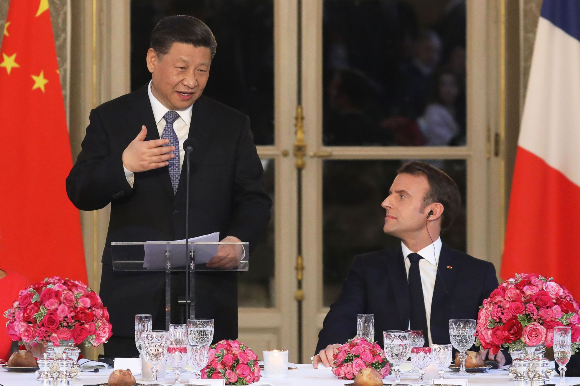 Chinese President Xi Jinping speaks flanked by French President Emmanuel Macron during a state dinner at the Elysee Palace in Paris Monday as part of a Chinese state visit to France. | AFP-JIJI