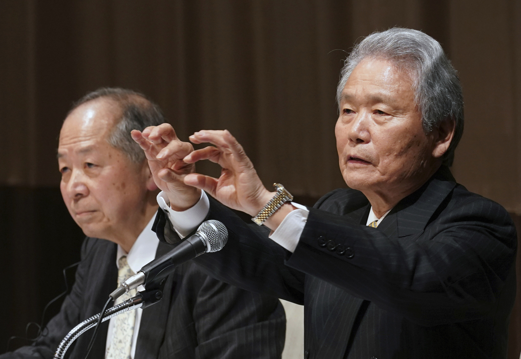 Co-chairs of the Special Committee for Improving Governance Sadayuki Sakakibara (right) and Seiichiro Nishioka answer questions during a press conference in Yokohama Wednesday.   AP