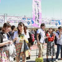 Fans wait for the start of AKB48's annual popularity contest in Fukuoka in June 2015. The idol group's management agency said Wednesday the contest will not be held this year. | KYODO