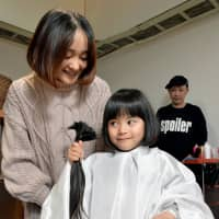 Aichi 5-year-old has waist-length hair shorn to help make wigs for sick kids