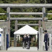 Emperor Akihito (center left) leaves what is said to be the tomb of Emperor Jimmu, Japan's first emperor in ancient times, on Tuesday at Kashihara, Nara Prefecture. | KYODO