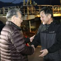 Fishing boat crew returns home to Tottori Prefecture after being released by Russia