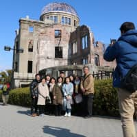 Is flashing the peace sign in front of the Hiroshima A-bomb memorial appropriate?